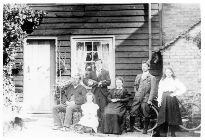 John Larkinson Malster and family c1901.jpg
