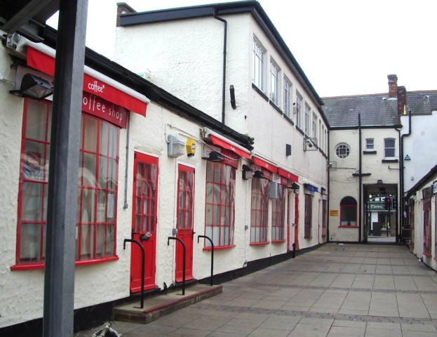 Shops Abbots Walk Jul 08.jpg