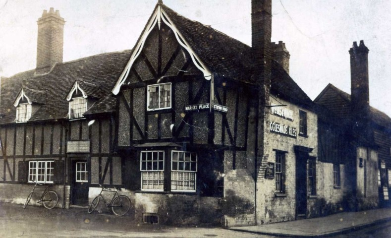 White Hart circa 1910 showing the old barn.